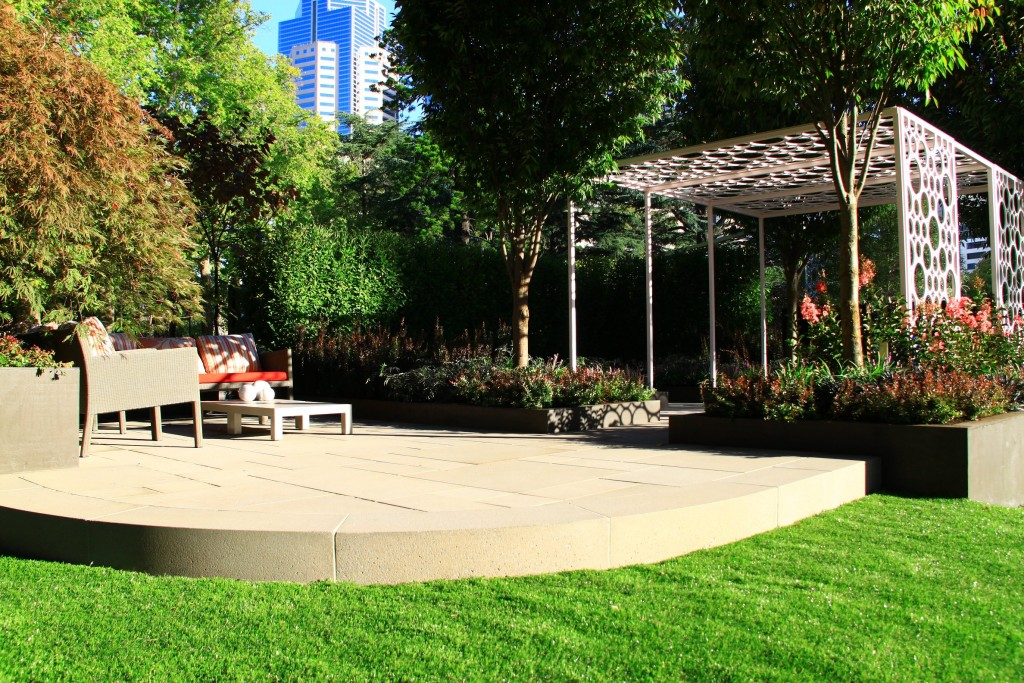 Ian Barker Design MIFGS Granite Range Orion Custom Curved Coping Ashlar